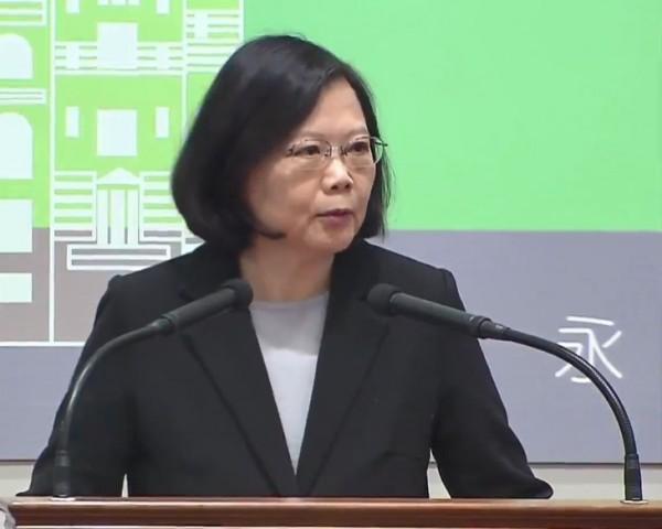 蔡英文總統今(22)日上午出席年金改革國是會議全國大會開幕式時強調,年金改革的目標是要讓台灣的年金制度,成為「政府付得起、退休領得到」、「現在領得到、未來也領得到」的永續制度。(圖擷取至國家年金改革委員會直播影片)