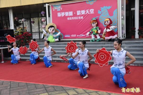 精彩的舞蹈表演為台灣燈會多感體驗秀暖場。(記者廖淑玲攝)