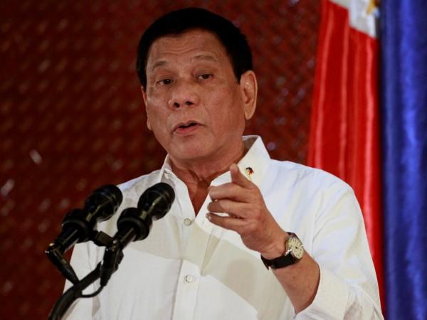 杜特蒂今(24)日譴責菲國主教及神父腐敗,嗆天主教會「滿是狗屎」。(路透)