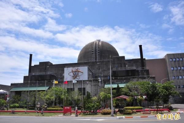核三廠1號機因冷卻器跳脫造成機組停機,導致供電系統再度剩下2部機組撐場。(資料照,記者蔡宗憲攝)