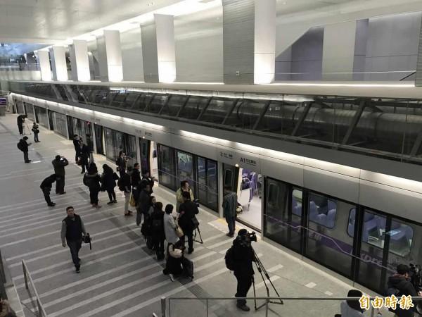 桃園機場捷運A1台北車站。(記者甘芝萁攝)