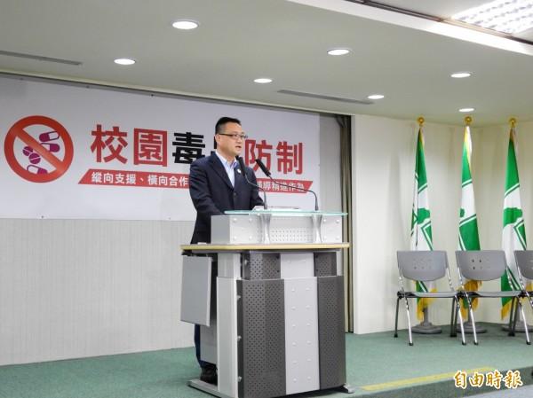 民進黨發言人阮昭雄說,未來委員會將做為民進黨與新住民及政府之間的溝通平台。(記者蘇芳禾攝)