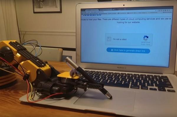 機器人 VS Captcha驗證系統。(擷取自YouTube)