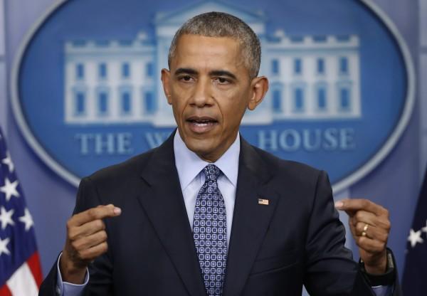 歐巴馬力挺抗議川普禁穆斯林入境美國的人。(美聯社)
