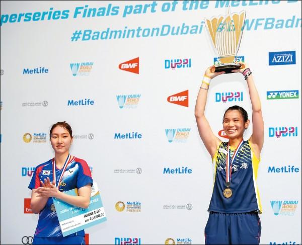戴資穎(右)擊敗成池炫,二度於年終賽封后。(BadmintonPhoto提供)