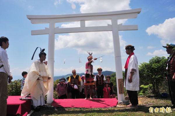 高士神社建於日本統治時期,但往後荒廢了70年,直到日本神職人員耗資1000萬日圓贈送造木造神社,才於去年重建完成。(資料照,記者蔡宗憲攝)