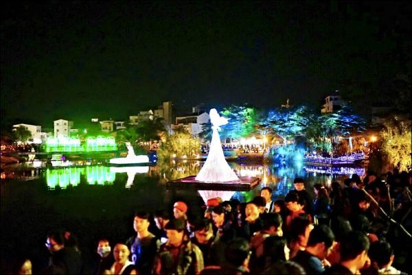 新春熱門景點「月津港燈節」,開幕以來已吸引30萬人造訪。 (記者吳俊鋒翻攝)
