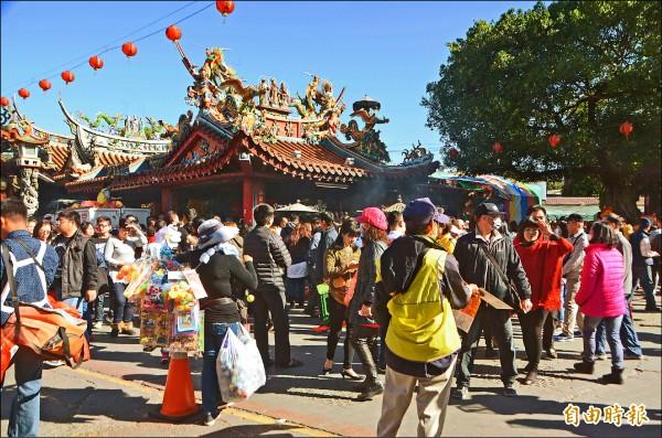 竹山紫南宮今年春節連假,每天湧入逾十萬人次。 (記者陳鳳麗攝)