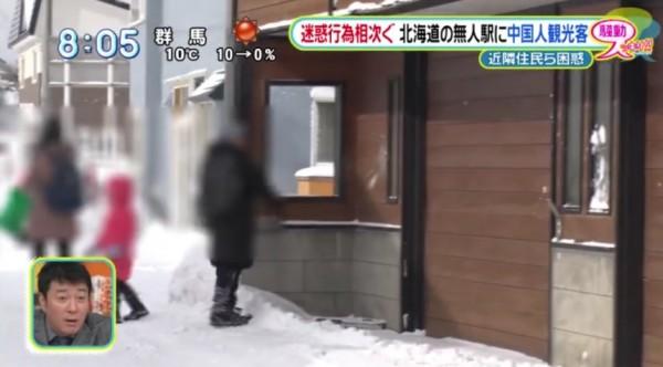 雪球砸屋。(圖取自日本集合)