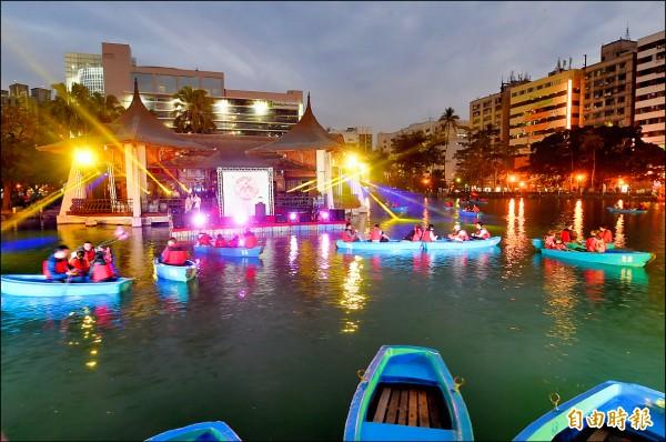 台中公園日月湖清淤整治工程元月初完工,昨晚舉辦音樂會。(記者廖耀東攝)