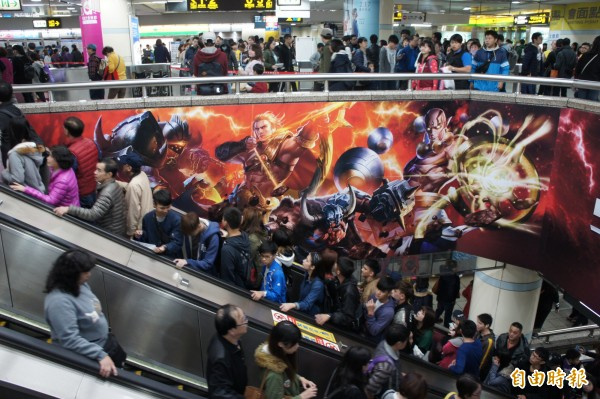 捷運西門站累計人次,截至今天下午4時已達5.4萬。(記者黃建豪攝)