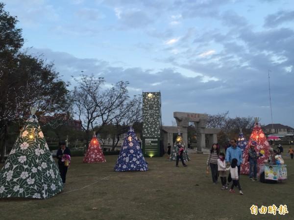 資深藝術家李明道設計的「台灣寶島日日春」。(記者李忠憲攝)
