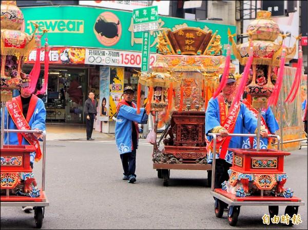 台南府城重現「迎春禮」,陣頭熱鬧踩街。 (記者洪瑞琴攝)