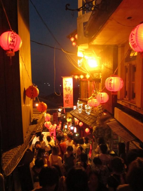 瑞芳著名景點九份因濃厚的文化氣息,吸引不少遊客到訪。(新北市政府文化局提供)