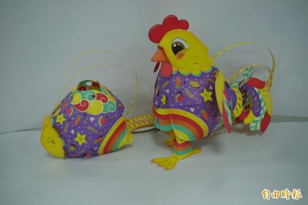 台灣燈會「幸福奇雞」結合「雞」與「蛋」兩種造型,可享變型金剛樂趣。(記者林國賢攝)