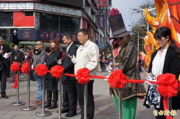 台北市長柯文哲(圖中)今年尚未規劃出席台灣燈會。(記者黃建豪攝)