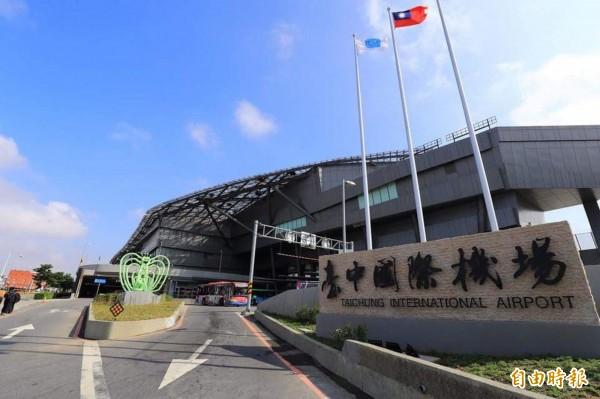 市府推動台中國際機場「中進中出」,已在觀光獲得成果。(記者黃鐘山攝)