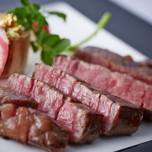 慶祝情人節,有人上館子吃大餐,高手則買食材自己下廚慶祝,勝崎肉品的安格斯霜降牛,銷量大提升。(愛合購提供)
