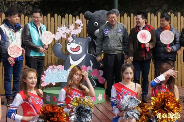 台北市長柯文哲(右三)首次參與陽明山花季開幕。(記者黃建豪攝)