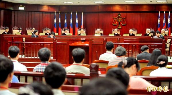 憲法法庭進行言詞辯論的畫面。(資料照,記者王藝菘攝)