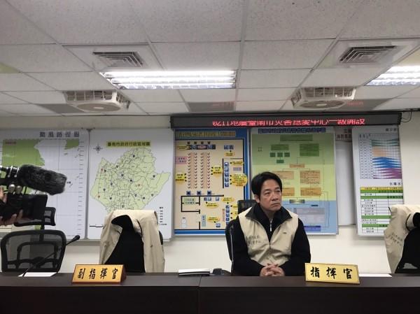 今凌晨台南發生地震後,市長賴清德隨即進駐市府災害應戀中心坐鎮因應。(圖:市府提供)