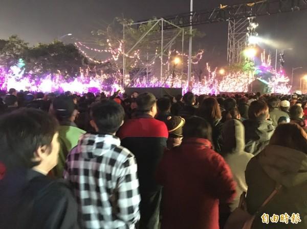 台灣燈會現場,就是人擠人。(記者詹士弘攝)