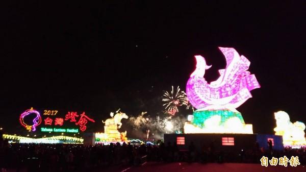 台灣燈會晚會煙火璀璨亮眼,美不勝收。(記者廖淑玲攝)