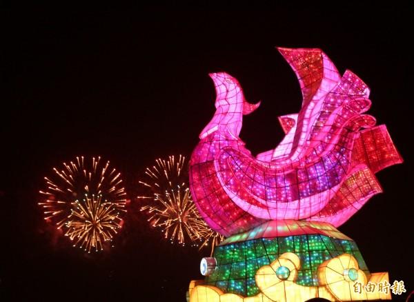 台灣燈會點燈第一天,虎尾燈區就湧進175萬人次的賞燈客。(記者詹士弘攝)