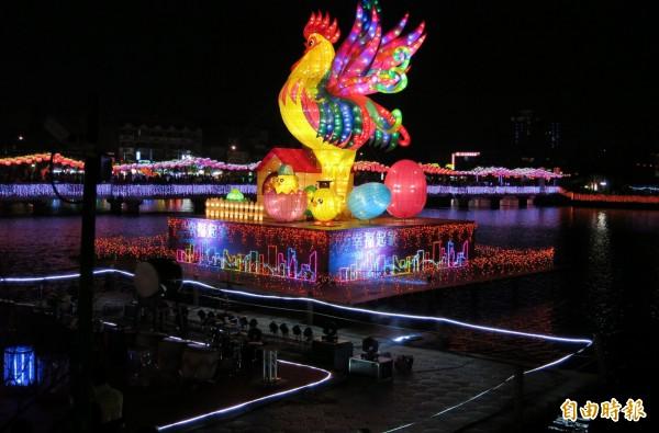 桃園燈會3天湧入30萬人次參觀。(記者李容萍攝)