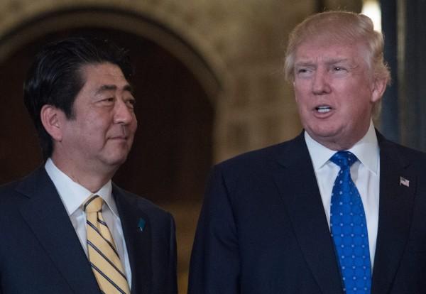 北韓今早試射飛彈後,美國總統川普面對記者提問是否了解狀況,川普當下並沒有做出任何回應。(法新社)