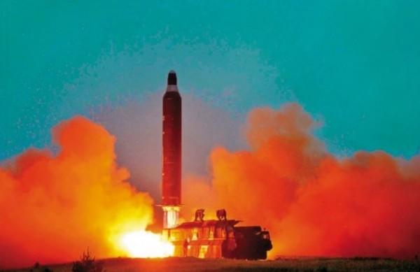 北韓於今晨往朝鮮半島東海方向試射了一枚彈道飛彈,這也是川普上任美國總統後,北韓第一次試射飛彈。(法新社檔案照)