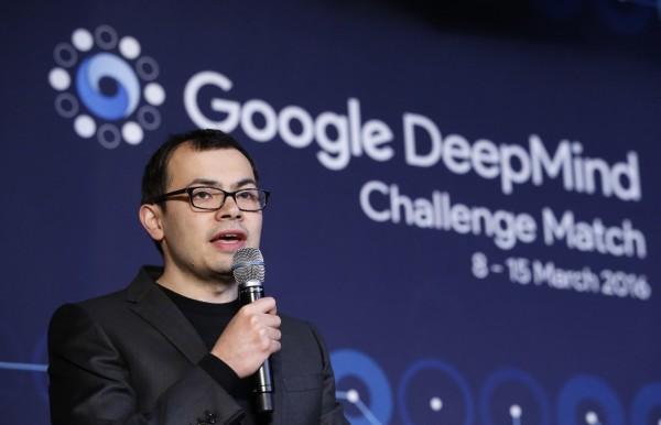 AlphaGo的研發團隊Google DeepMind ,近日讓2個AI系統對戰玩遊戲,結果發現AI系統會根據不同的情境選擇互相合作或競爭,在大多數的情況下,AI系統更傾向於互相合作。(美聯社)