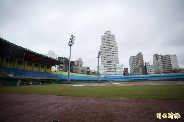球迷有福了!新竹棒球場將全面大整建大翻新!預計今年動工,明年下半年完工,要給球迷和球隊耳目一新的新竹棒球場。(記者洪美秀攝)