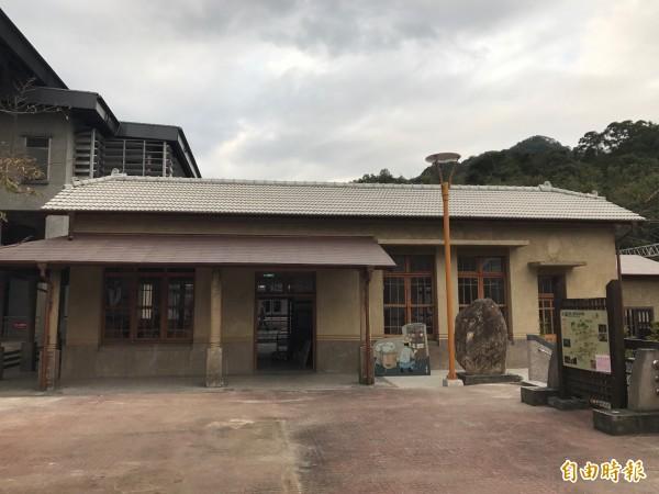 山佳火車站是西部幹線七堵以南、桃園以北間,唯一保存日治原貌的車站,在台灣鐵路建築史中具有特殊意義。(記者張安蕎攝)