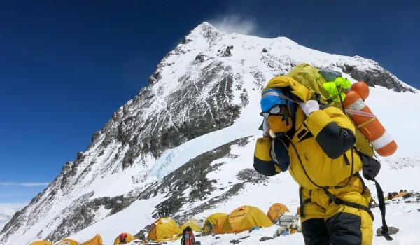 世界第一高峰聖母峰,每年吸引許多登山好手前來挑戰,尼泊爾政府計畫在喜馬拉雅山脈提供wifi訊號,以方便登山者的通信聯絡。(歐新社)