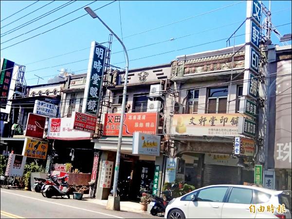 善化老街仍保留多棟老屋建築。(記者劉婉君攝)