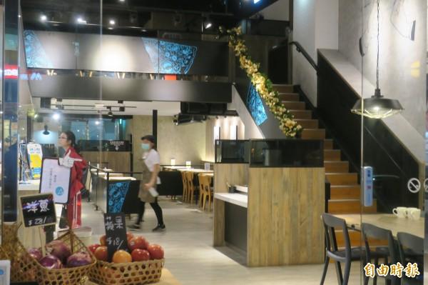 內科餐廳不乏夾層違建。(資料照,記者郭安家攝)