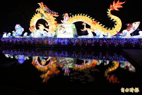台灣燈會北港燈區主燈魚躍龍門。(記者黃淑莉攝)