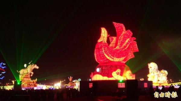 台灣燈會主燈秀變化萬千,讓人目不暇給。(記者廖淑玲攝)