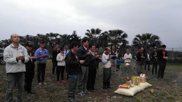 宜蘭縣政府辦理的第四屆夢想新農水稻班,昨在員山鄉內城村舉行拜田頭開工儀式。(宜蘭縣政府提供)