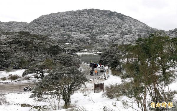 學者指出,大屯山下藏大量岩漿庫。(資料照,記者方賓照攝)