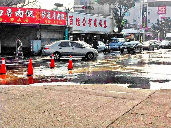 水公司表示,因東區精武東路1500公釐管線遭挖損,因此第三供水區停水36小時。(水公司提供)