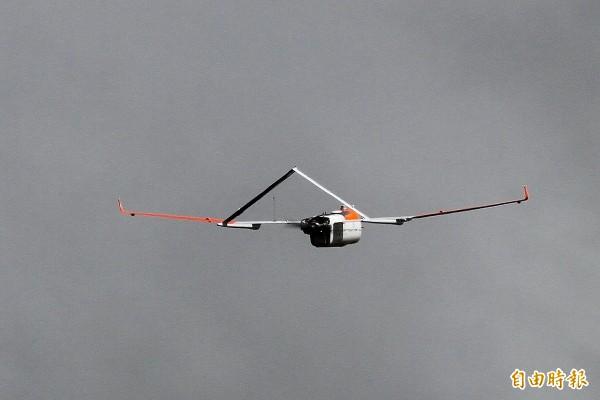 這款無人機是全球唯一有能力飛進颱風的機型。(記者蔡宗憲攝)