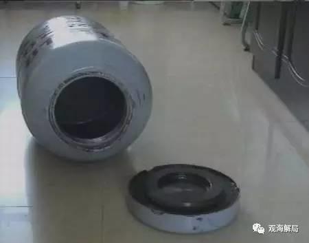 江西省贛州市公路局前局長李國蔚則把贓款藏在特製的煤氣管夾層裡。(圖擷取自「觀海解局」)