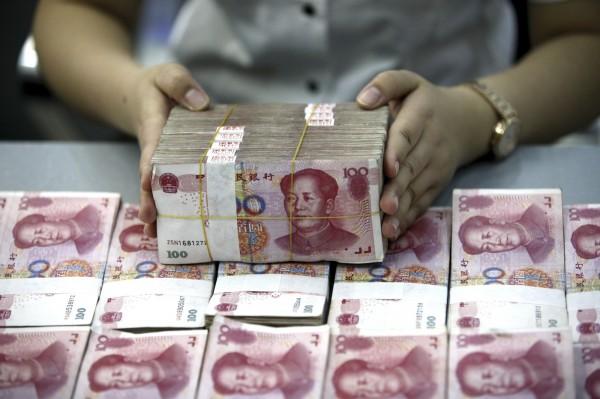 中國貪官出現各種「花式藏錢法」,包括埋在糞坑、樹洞、魚肚,甚至租房買房藏錢等。(美聯社)