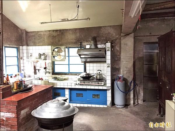 警方追查發現,廚房的鐵窗被剪掉,研判就是從此處侵入,得手後從廚房開後門逃逸。(記者黃美珠攝)