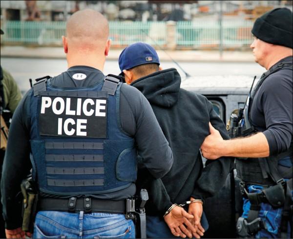 美國擴大逮捕無證移民。(美聯社檔案照)
