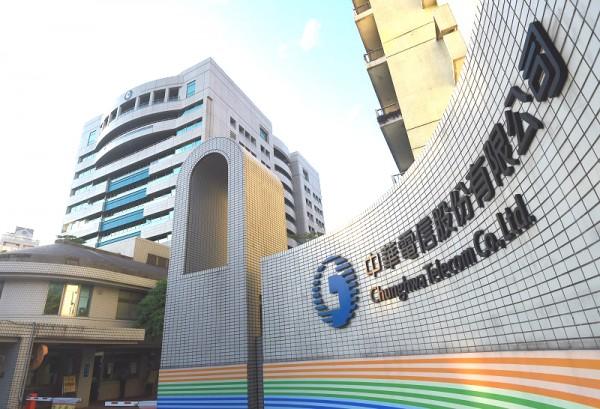 中華電信2月12日下午因4G行動網路和HiNet介接邊際路由器設備卡板故障,導致部分地區4G上網中斷。(記者簡榮豐攝)
