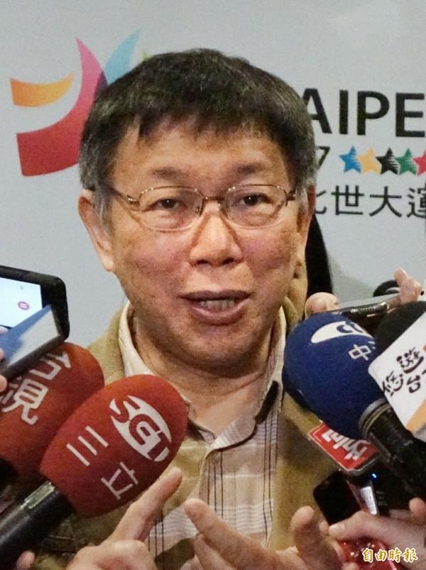 台北市政府今舉行「慶祝74屆兵役節頒獎典禮」,市長柯文哲應邀出席,並接受媒體採訪。(記者方賓照攝)