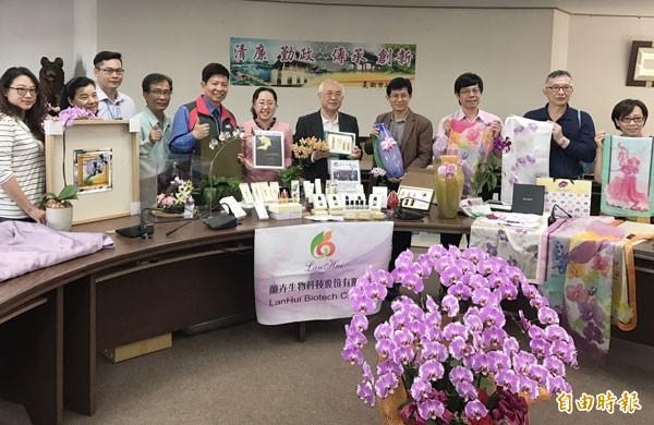 經發局邀集業者在台灣國際蘭展展館「蘭創館」,展出蘭花的精品、生技、文創等創新商品。(記者楊金城攝)